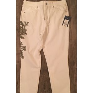 Universal thread  skinny crop white jeans size 8